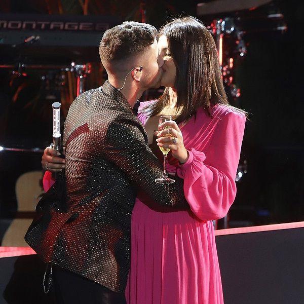 Nick-Jonas-and-Priyanka-Chopra-sharing-kiss-in-the-eve-night