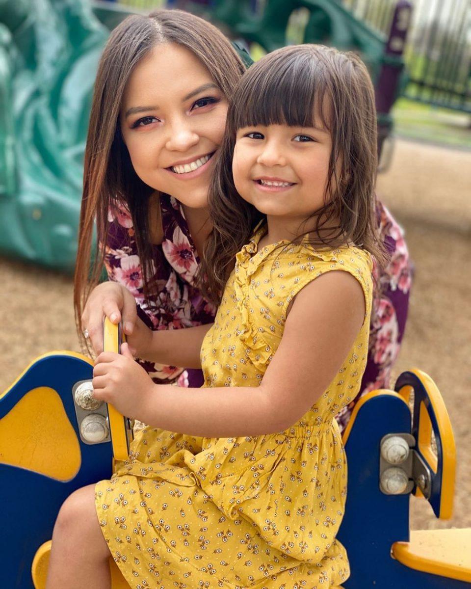 Who is Sienna Casas mom victoria nicole