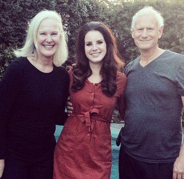 lana del rey with parents