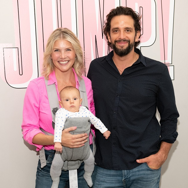 Amanda Kloots with family