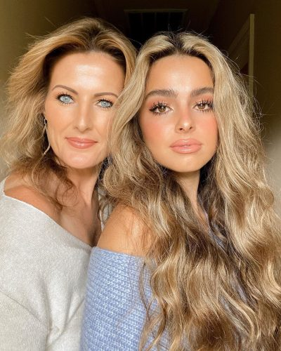 addison rae  with mother