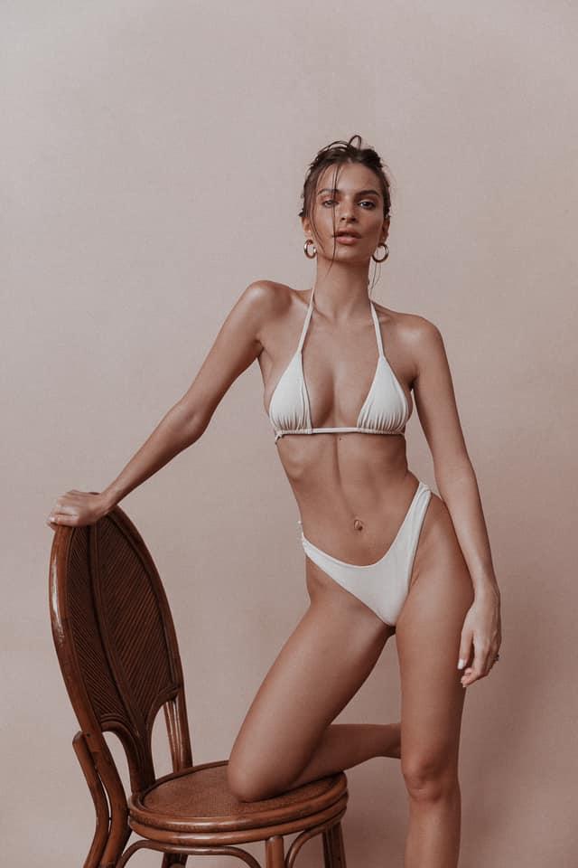 Emily Ratajkowski bikini pic